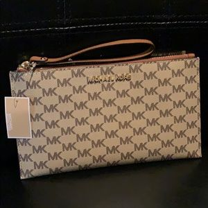 Michael Kors Large Zip Clutch (Jet Set)